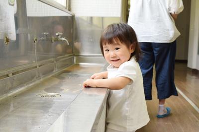 旧渋川小学校の洗い場で取った写真の一枚